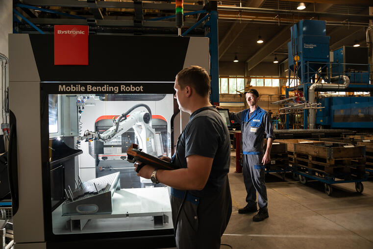 Exploiting the full potential of the Mobile Bending Cell: Günther Fleischanderl (right) and Thomas Höller (left)
