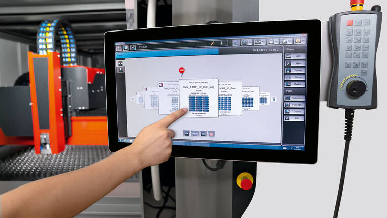 Easy to operate: On a large 22-inch touch screen, users control the entire cutting process with just a few finger swipes.